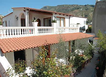 Residence villa myremi forio d 39 ischia residence for Casa vacanza ischia